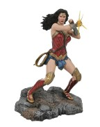 DC Comic Gallery PVC Diorama Wonder Woman Bracelets (Justice League Movie) 23 cm