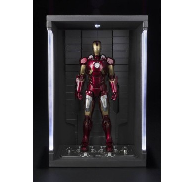 Iron Man 3 S.H. Figuarts Action Figure Iron Man Mark VII & Hall of Armor Set 15 cm